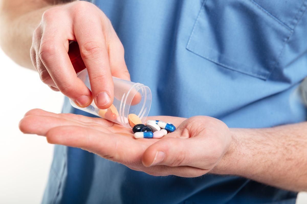 -منتشرة-عن-المضادات-الحيوية-1200x800.jpg